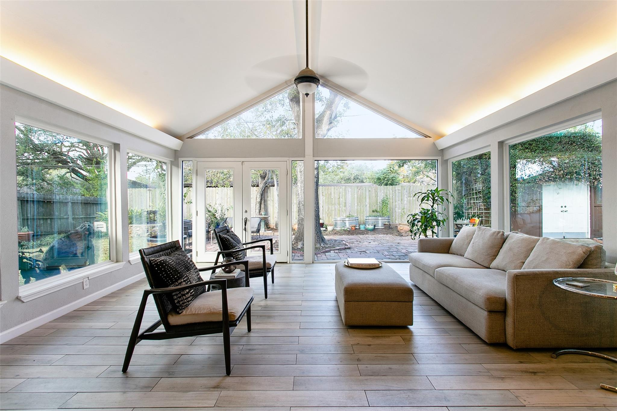 5622 Belrose Drive Property Photo - Houston, TX real estate listing