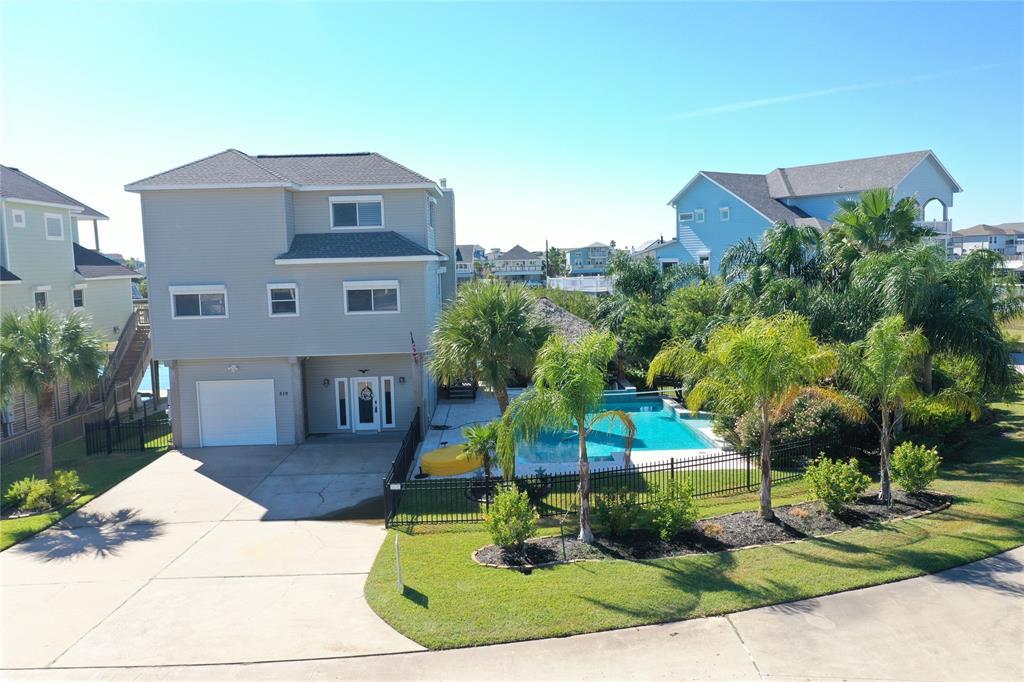 519 Westerly Drive, Tiki Island, TX 77554 - Tiki Island, TX real estate listing
