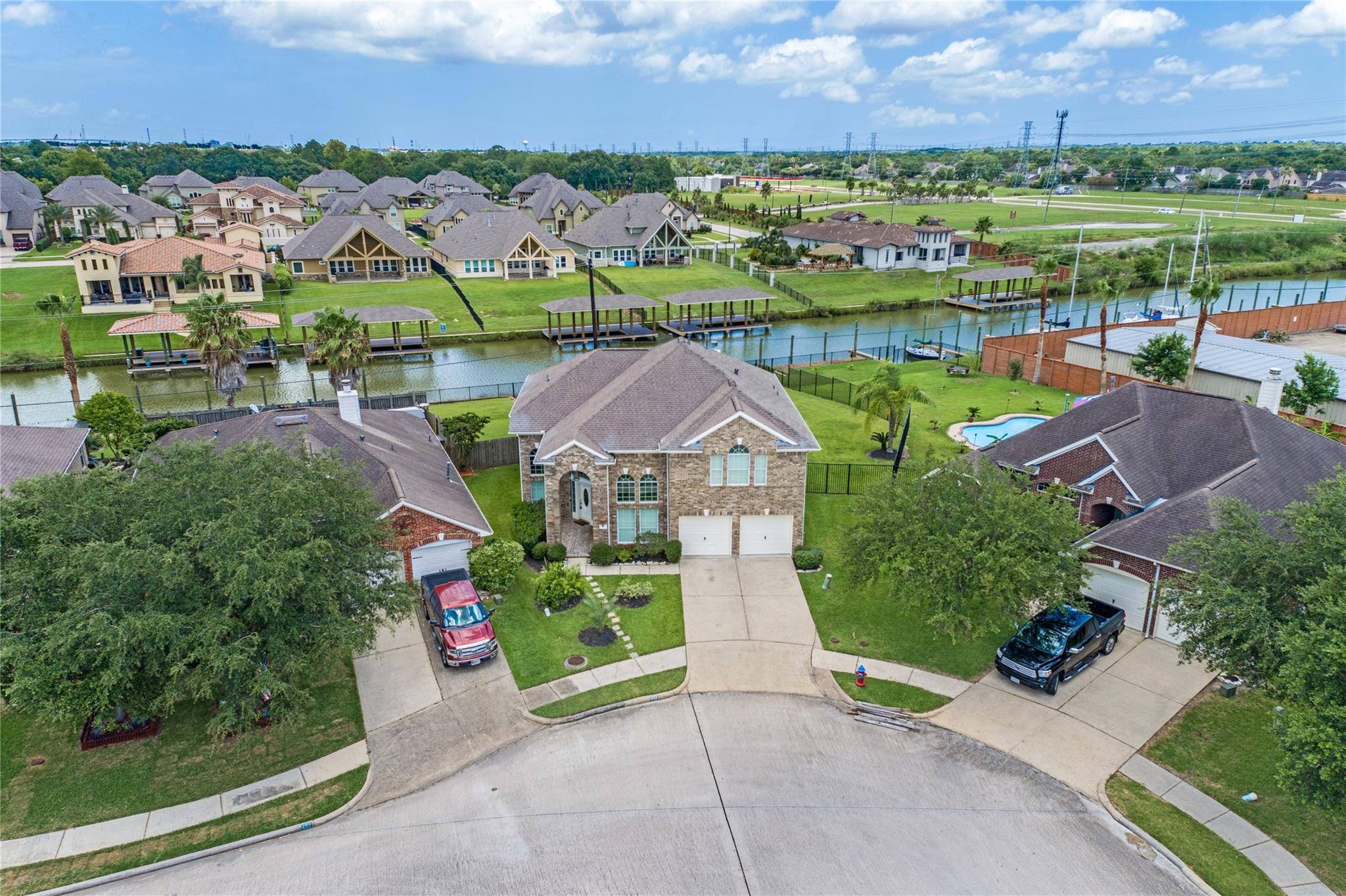 434 Twin Timbers Lane Property Photo - Kemah, TX real estate listing