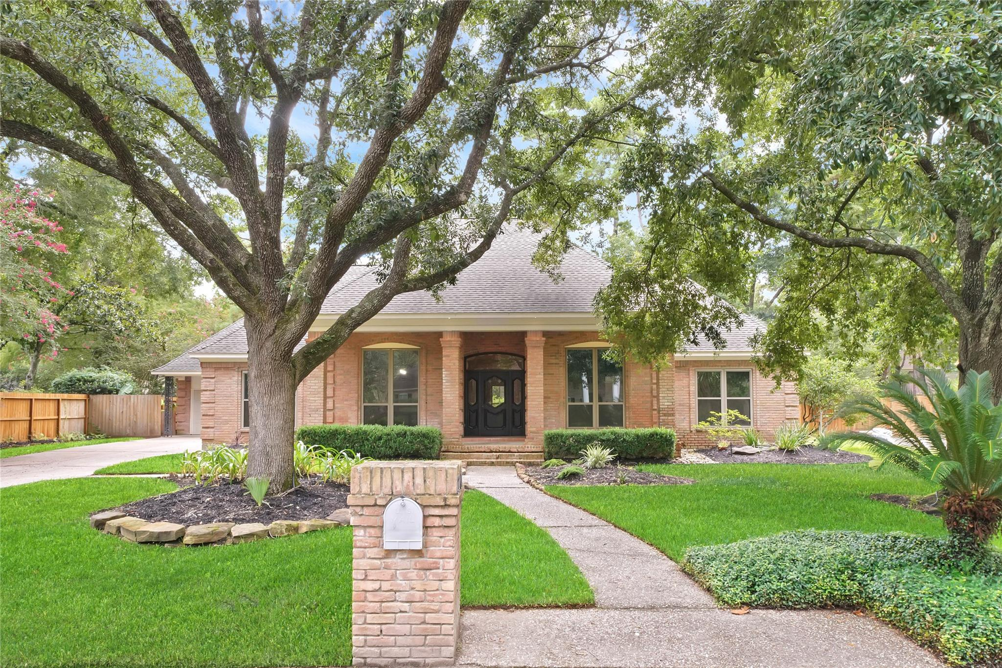 2207 Pleasant Creek Drive Property Photo - Kingwood, TX real estate listing