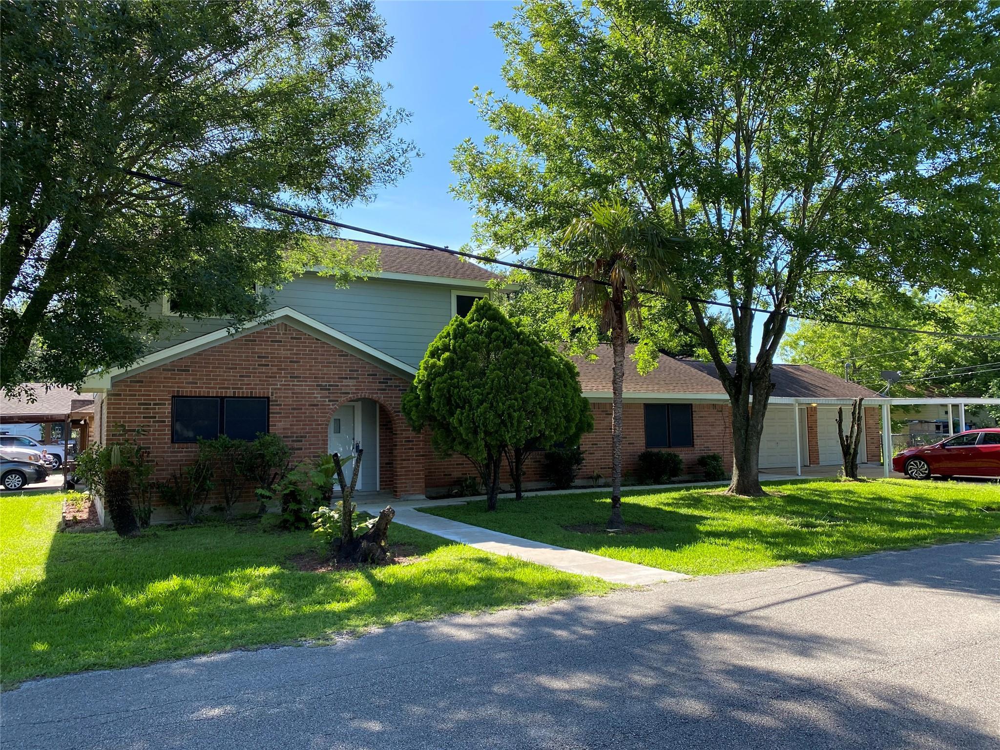 1002 Avenue L Corner Property Photo