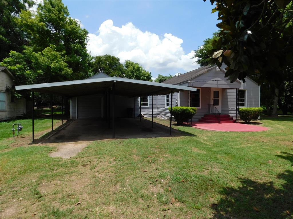 403 Roxanna Street Property Photo - Boling, TX real estate listing