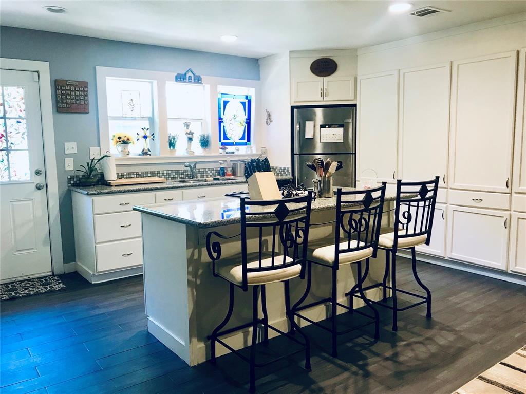10 Lakeway Street Property Photo - Panorama Village, TX real estate listing