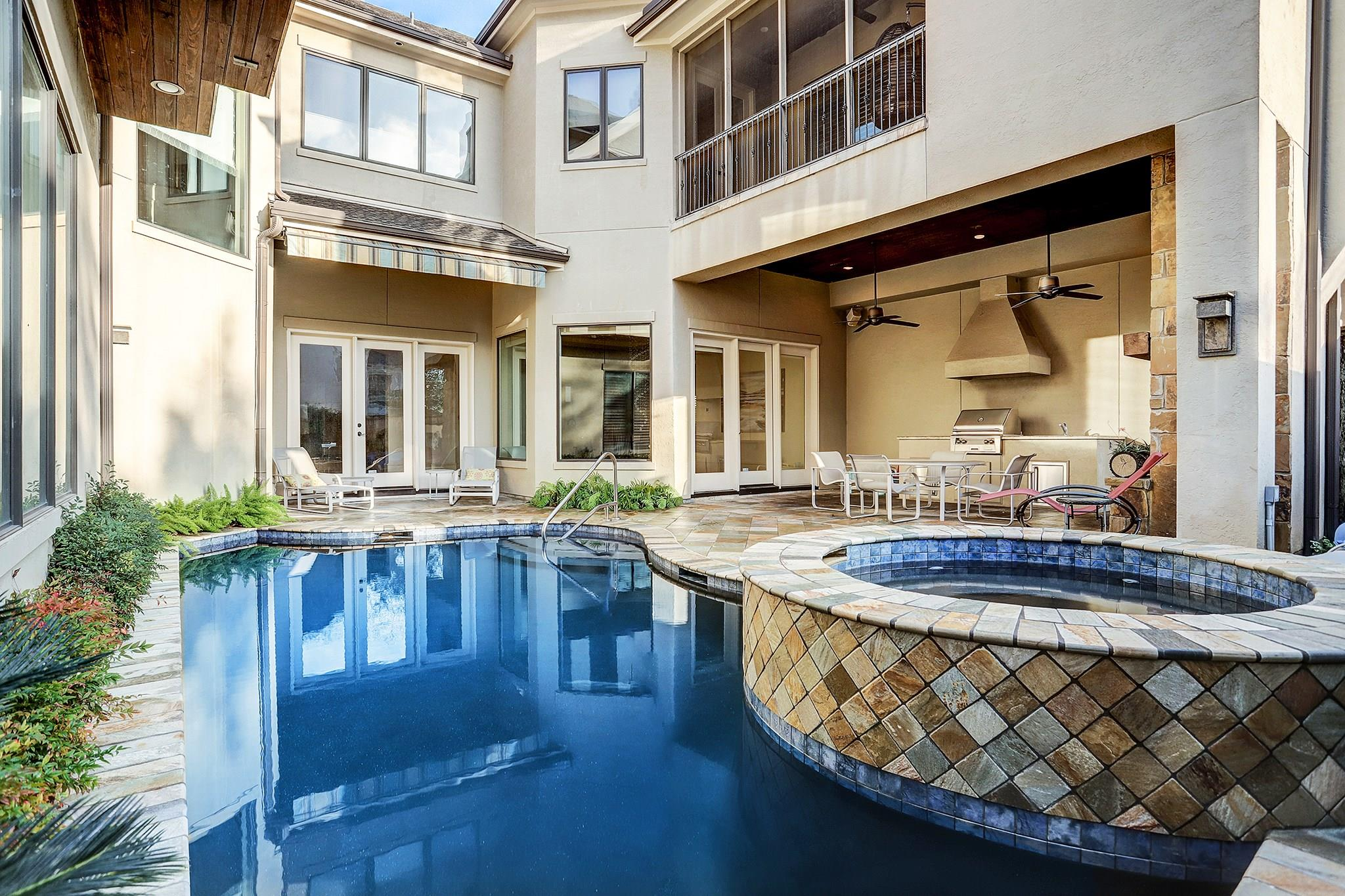 2215 Sunset Boulevard Property Photo