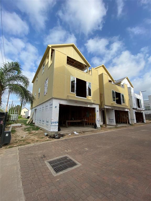 3025 Clinton Drive Property Photo - Houston, TX real estate listing