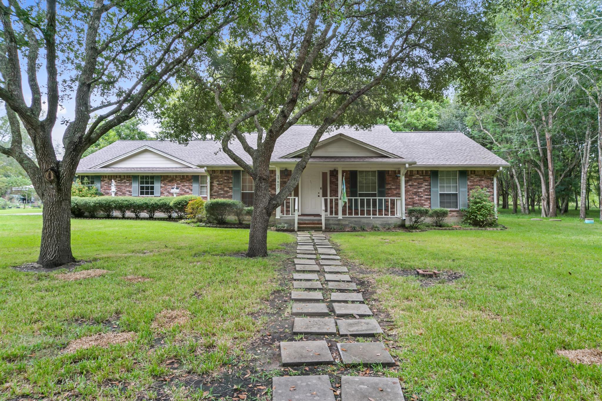 17807 Windmill Road Property Photo - Damon, TX real estate listing