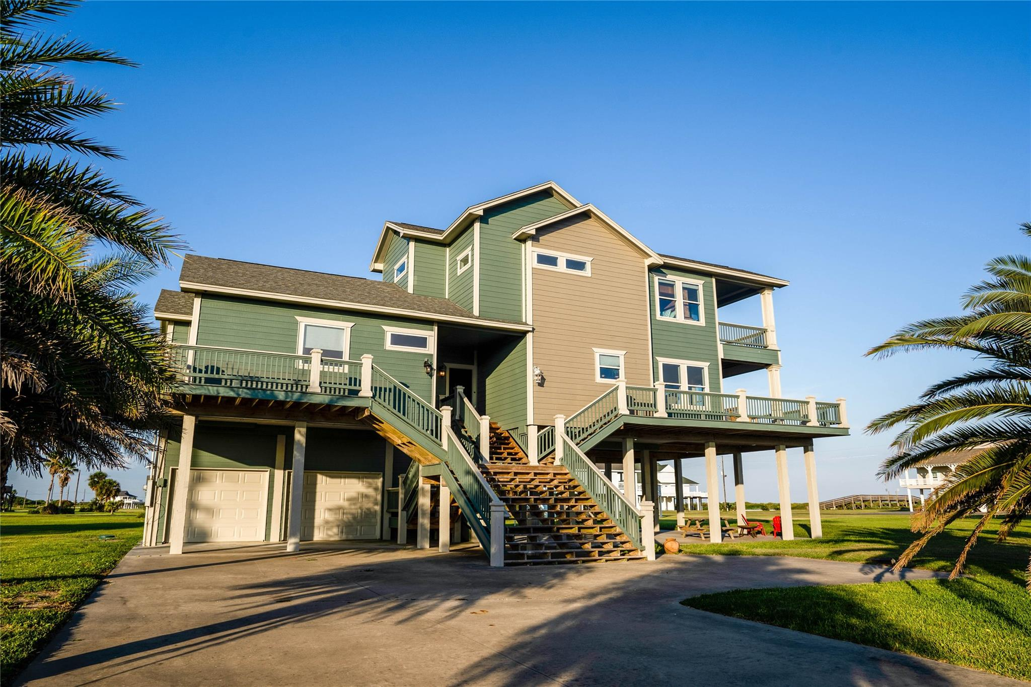 812 Camino Drive Property Photo - Crystal Beach, TX real estate listing