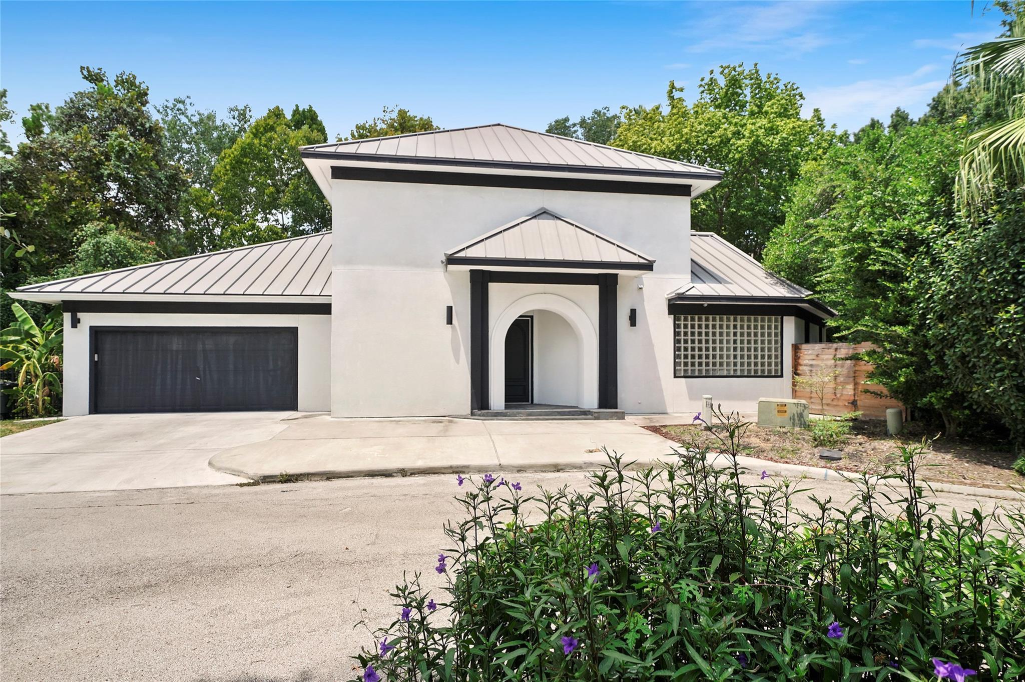 15 W Shady Lane #H Property Photo - Houston, TX real estate listing