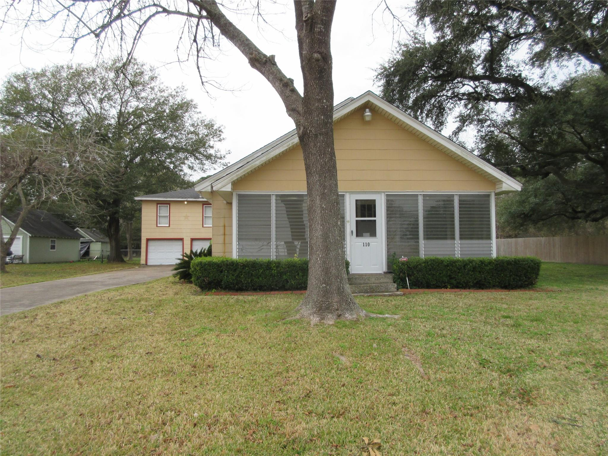 110 S 6th Street Property Photo - Highlands, TX real estate listing