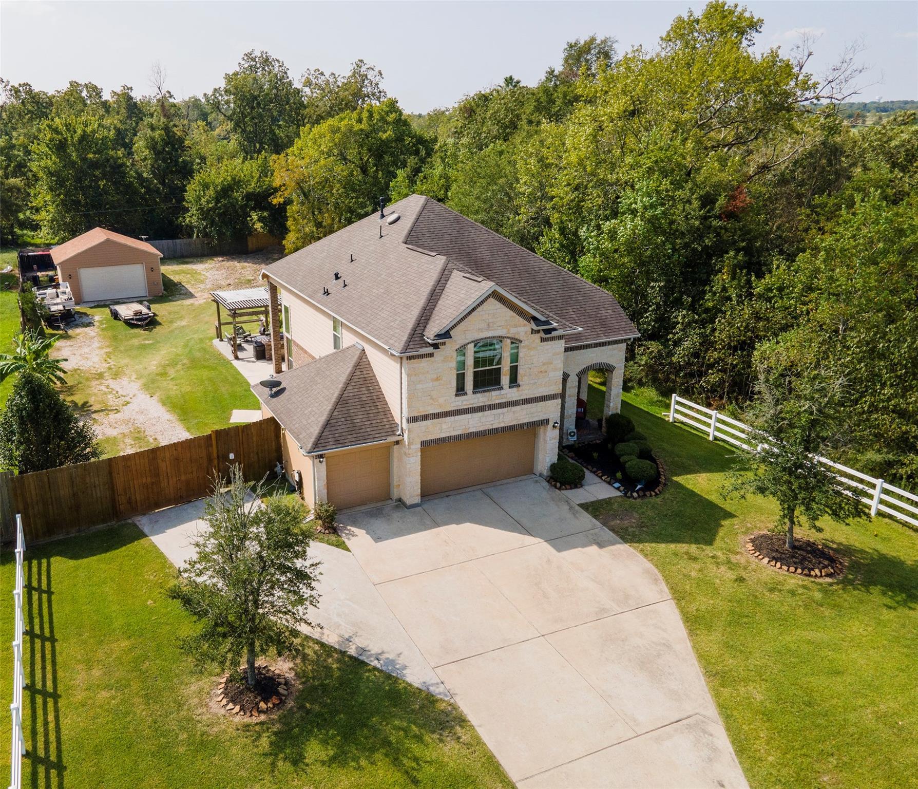 7815 Needlepoint Road Property Photo - Baytown, TX real estate listing