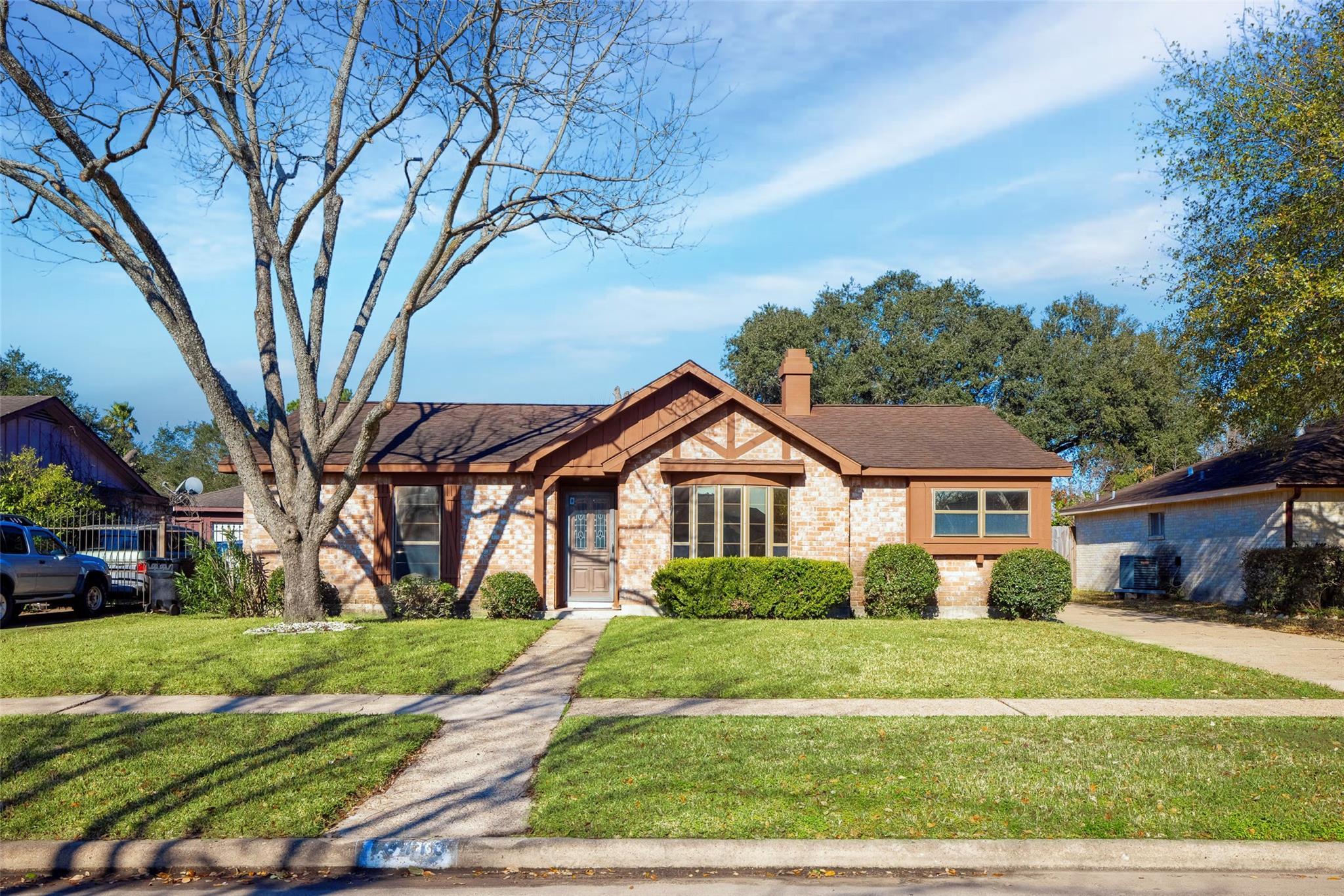 10410 Huntington Dale Drive Property Photo - Houston, TX real estate listing