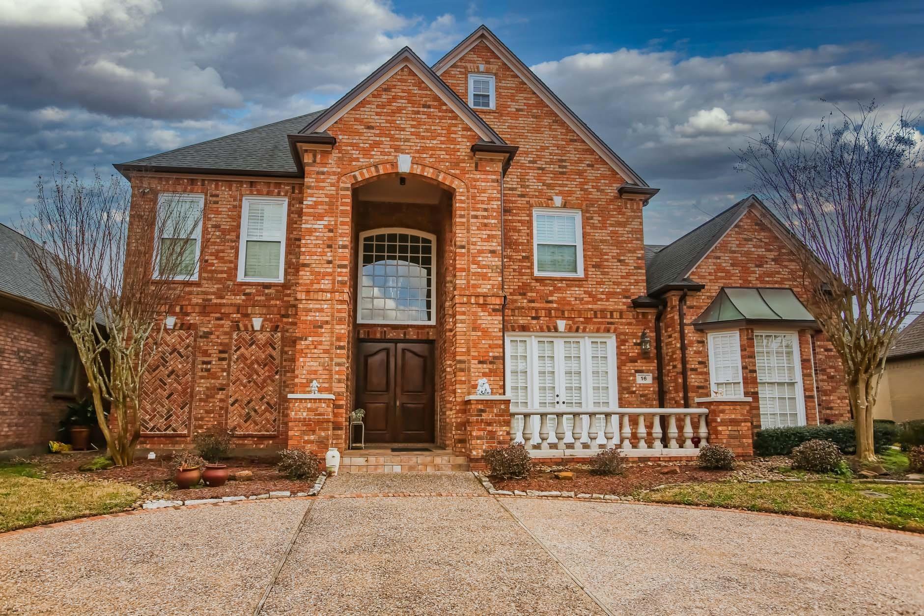 16 Heritage Oak Court Property Photo - Lake Jackson, TX real estate listing