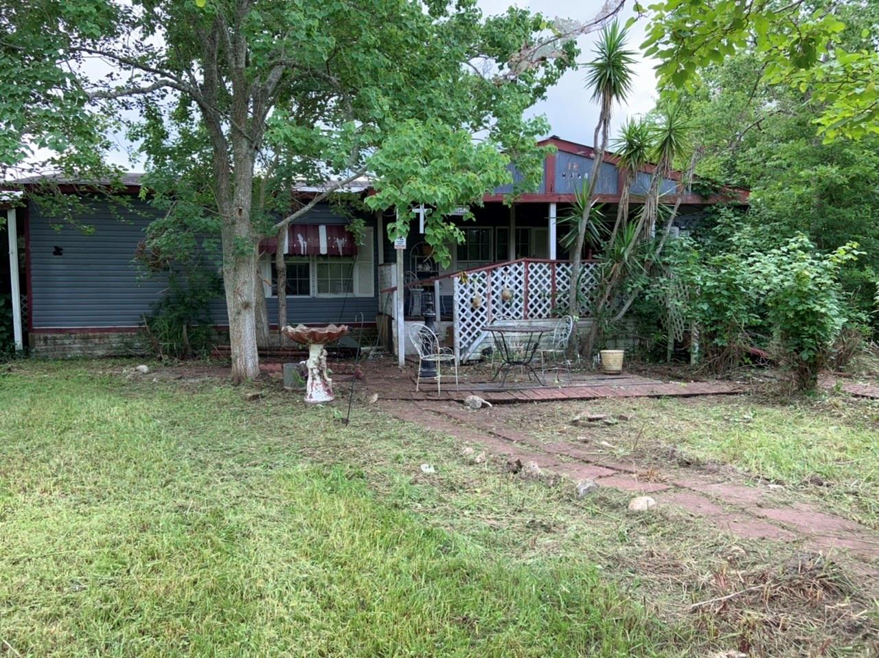 122 Maple Property Photo - Louise, TX real estate listing