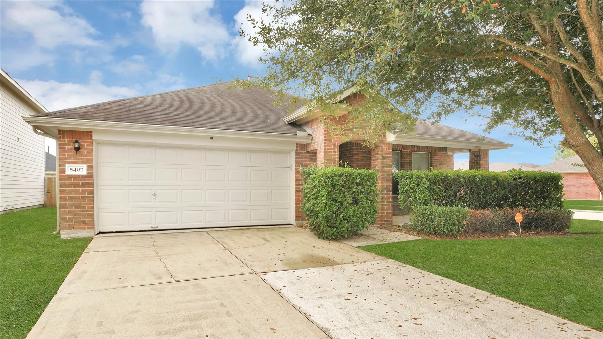 0000439085 Real Estate Listings Main Image