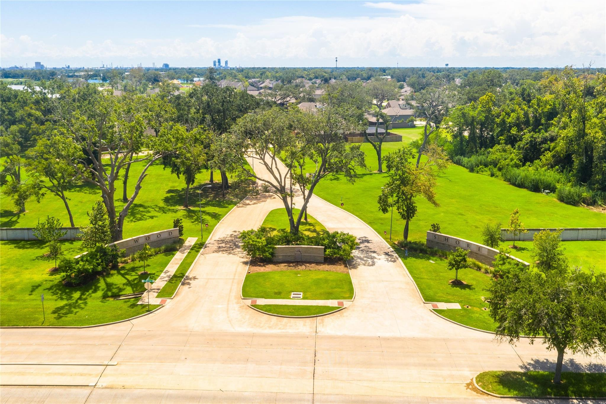 215 Bentwater Lane Property Photo - Clute, TX real estate listing