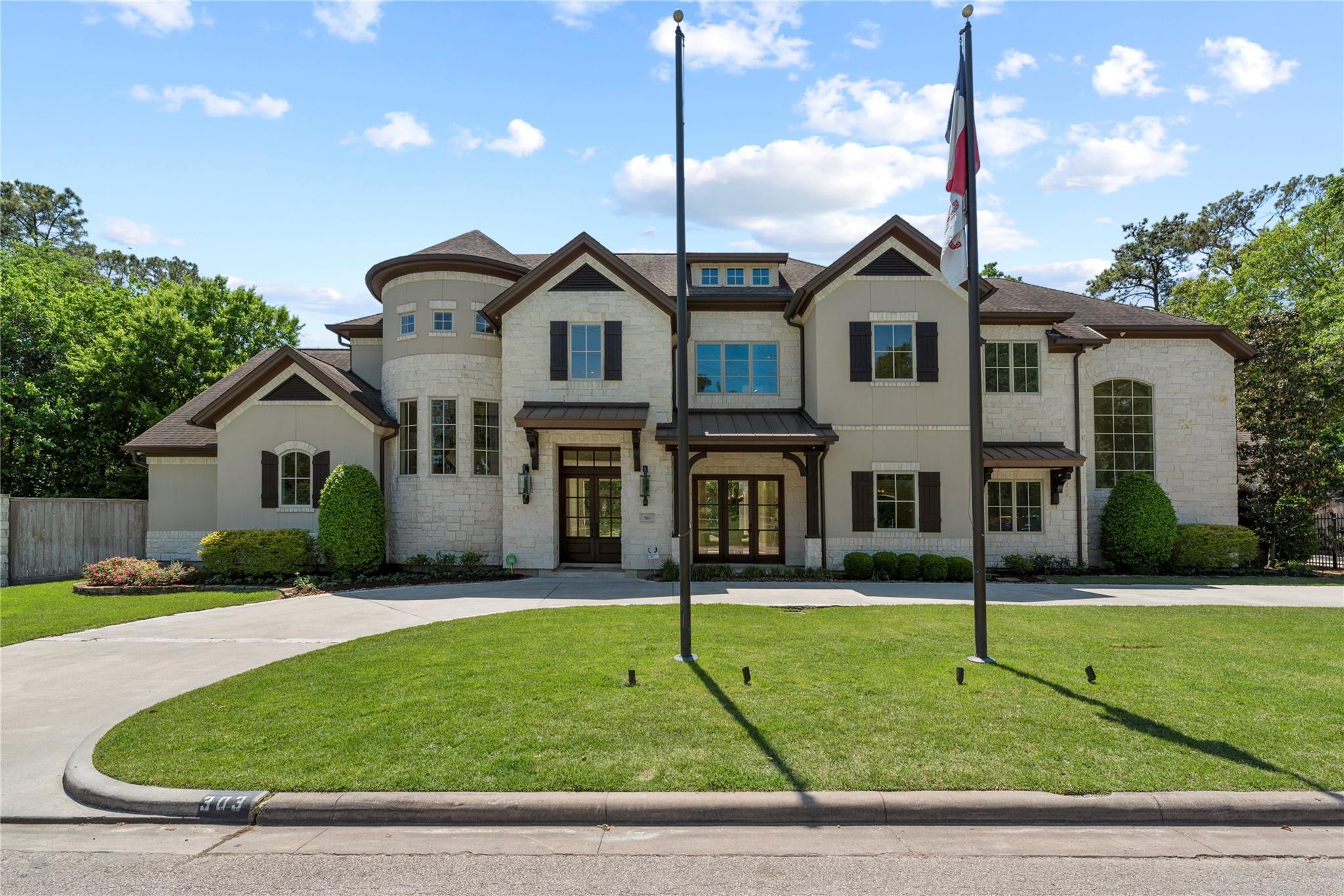 303 Wycliffe Drive Property Photo