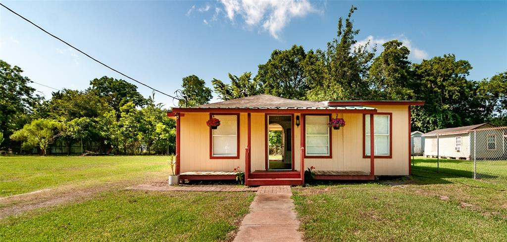 1515 W Lobitt Street Property Photo - Alvin, TX real estate listing