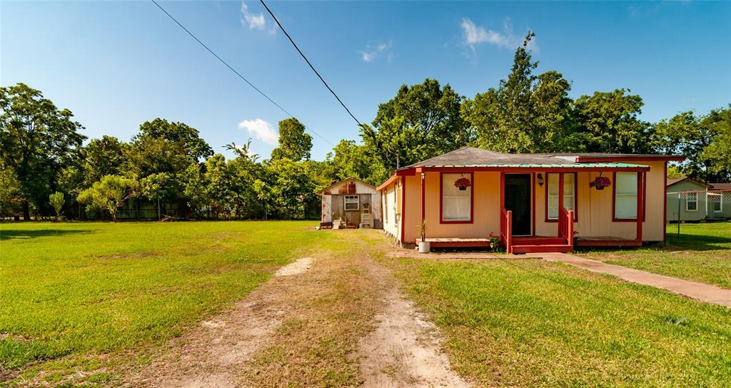 1515 W Lobitt Street Property Photo - Alvin, TX real estate listing