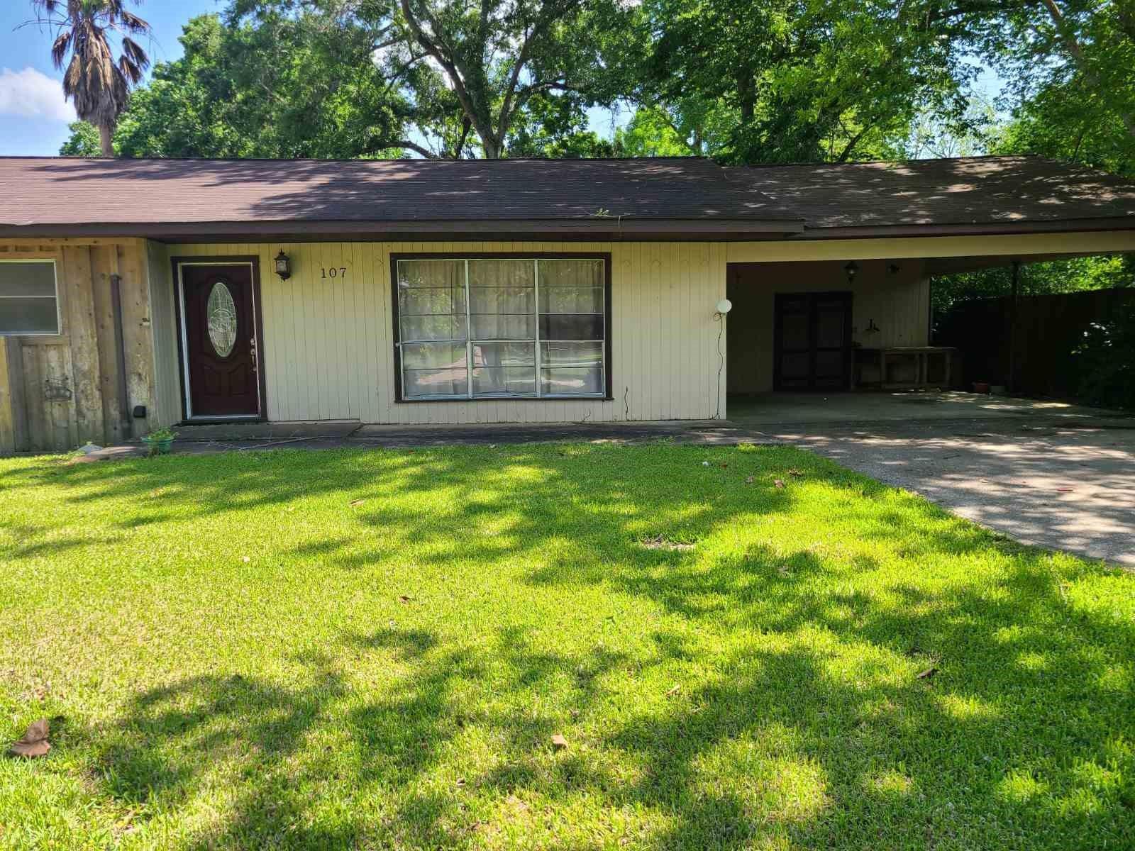 107 W Oak Property Photo