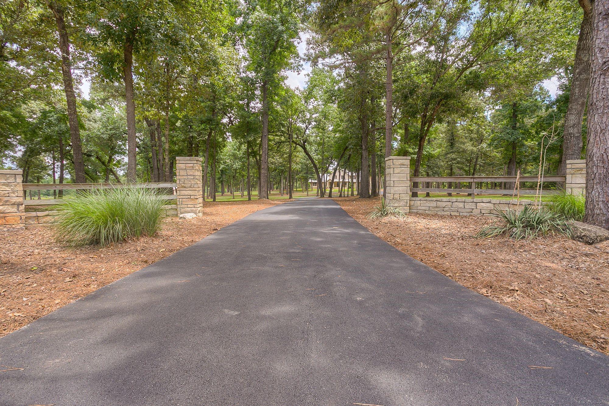 204 Tanglewood Drive Property Photo 1