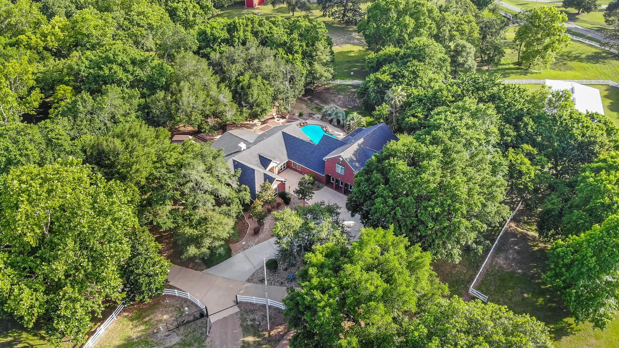 610 River Ridge Court Property Photo - Sealy, TX real estate listing