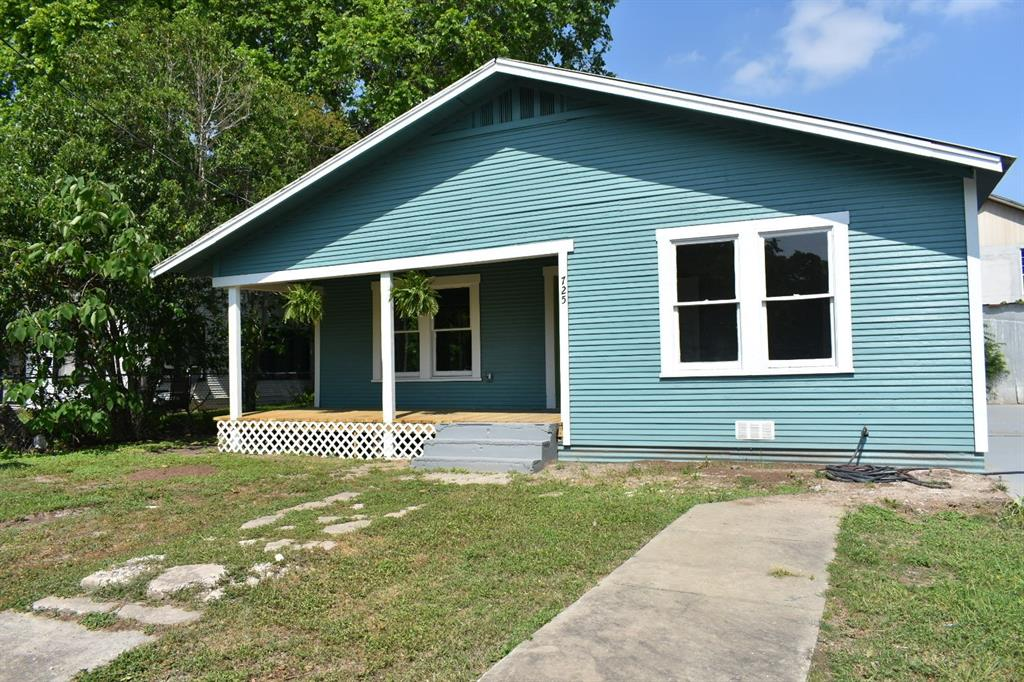 725 S Austin Street Property Photo - Seguin, TX real estate listing