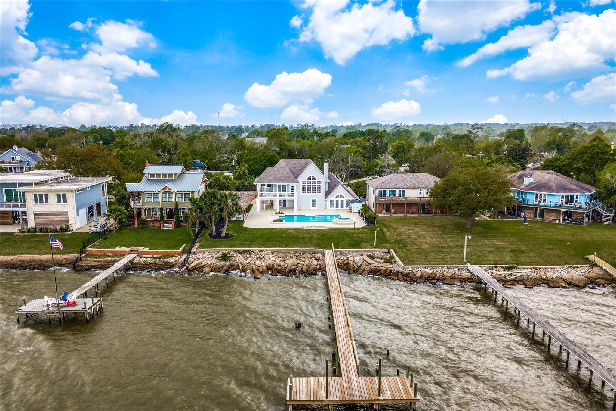 16 Bay Oaks Drive Property Photo - La Porte, TX real estate listing