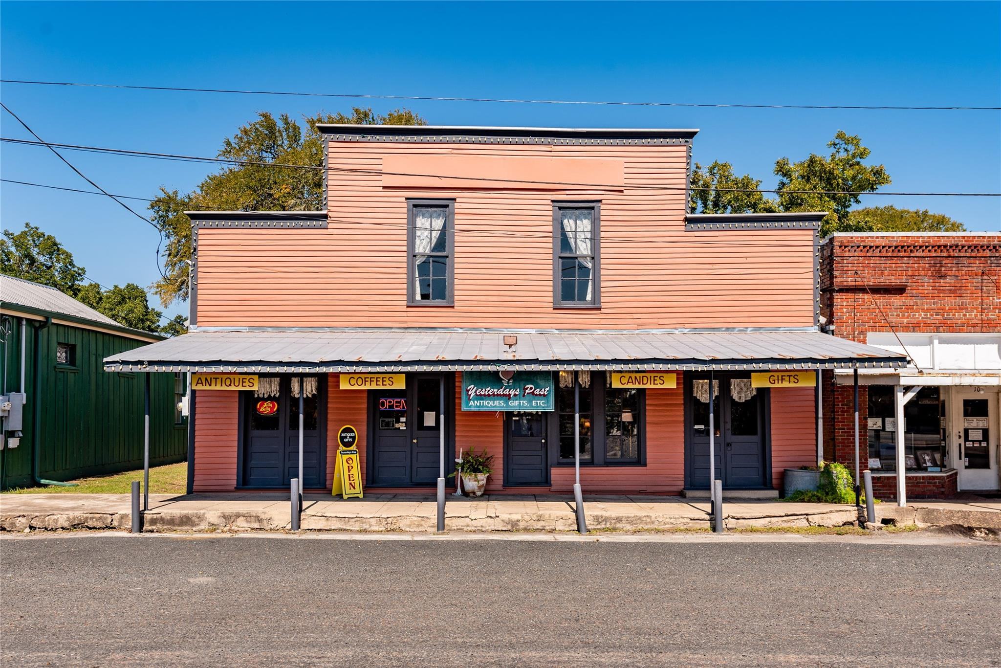 112 S Live Oak Street Property Photo - Fayetteville, TX real estate listing