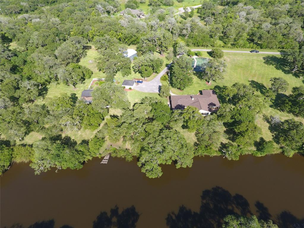 600 Edgewater Street Property Photo - Clute, TX real estate listing