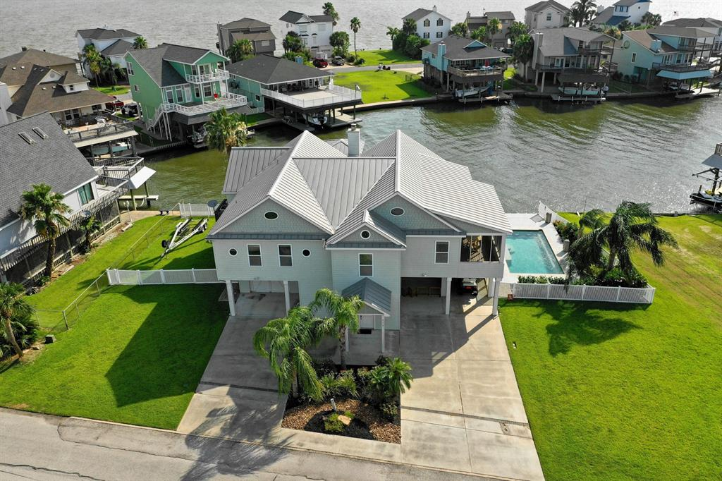 514 Paradise Drive, Tiki Island, TX 77554 - Tiki Island, TX real estate listing