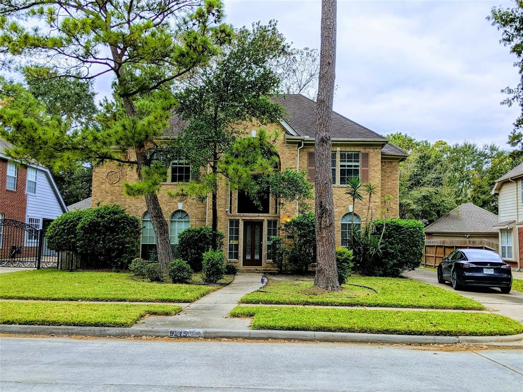 9215 Woodwind Lakes Drive Property Photo - Houston, TX real estate listing