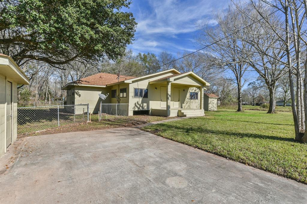 211 N Texas Avenue, Holiday Lakes, TX 77515 - Holiday Lakes, TX real estate listing