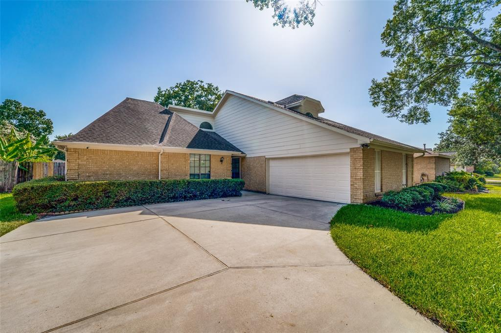 226 Squires Bend Property Photo - Stafford, TX real estate listing