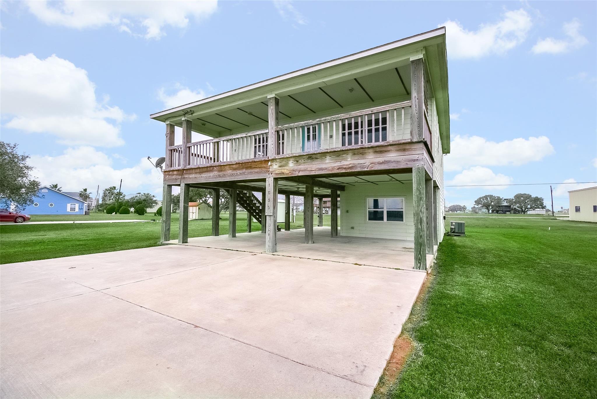 1695 W Bayshore Drive Property Photo - Palacios, TX real estate listing