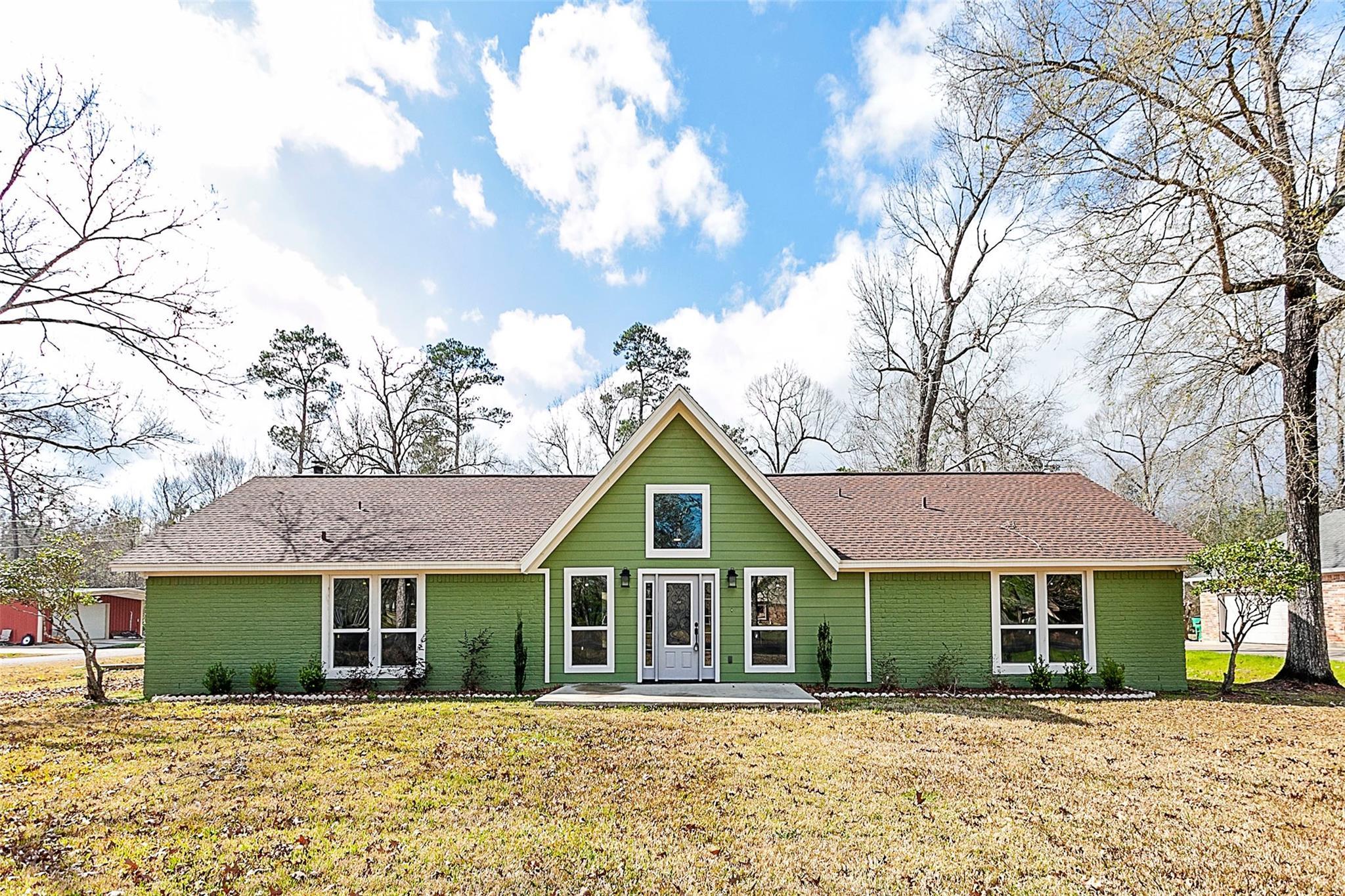 1102 Pinecrest Drive Property Photo - Sour Lake, TX real estate listing