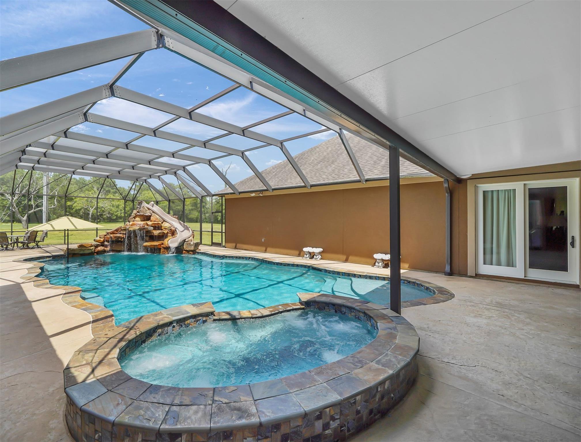 400 Riverside Street Property Photo - Highlands, TX real estate listing