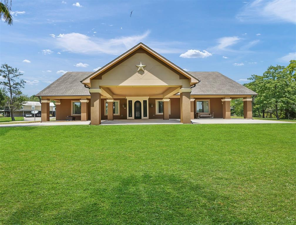 400 Riverside Street Property Photo - Highlands, TX real estate listing