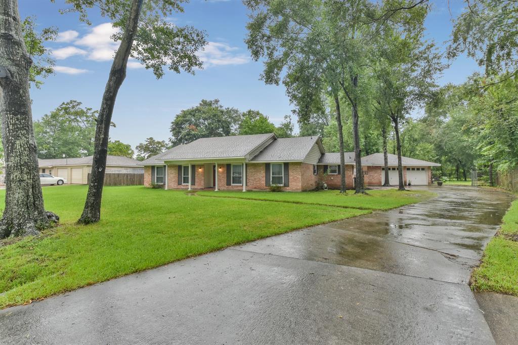 207 Elmwood Court Property Photo - Oak Ridge North, TX real estate listing