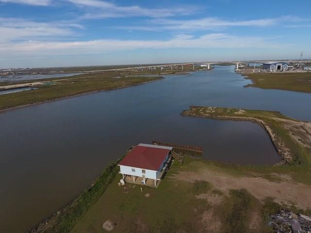 606 Canal Drive Property Photo - Surfside Beach, TX real estate listing