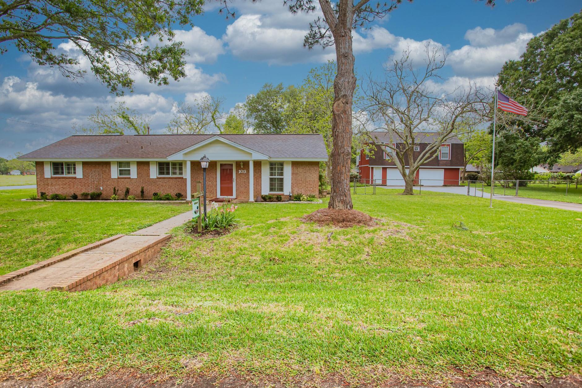 103 Ivy Street Property Photo - Jones Creek, TX real estate listing