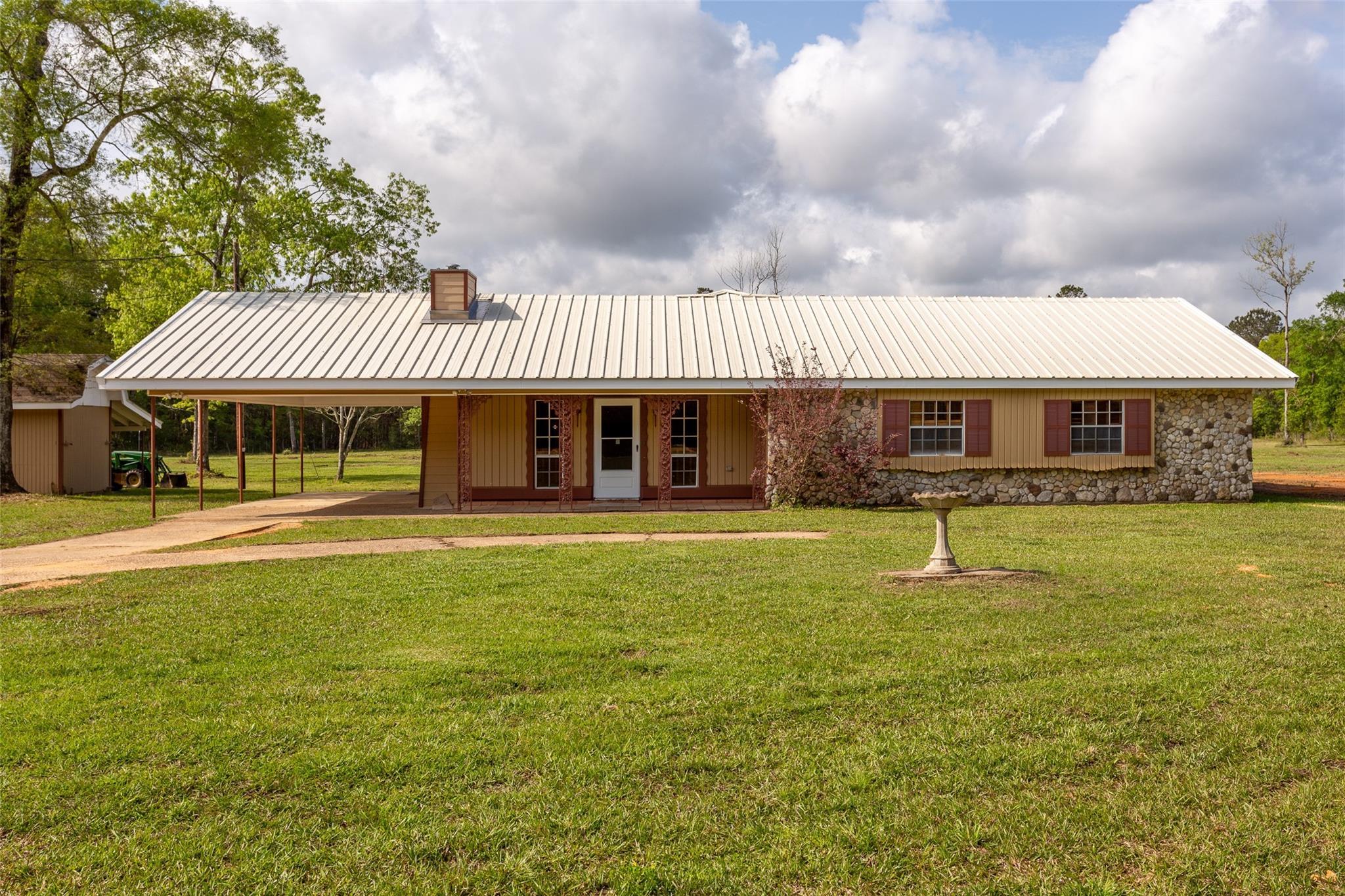 801 Oakridge Drive Property Photo 1
