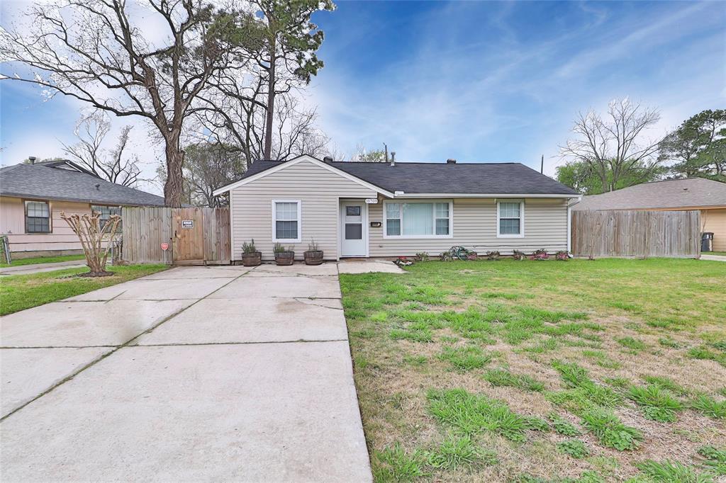 10709 Valencia Drive Property Photo - Houston, TX real estate listing