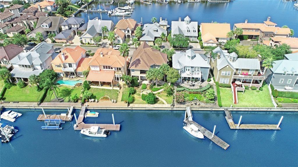 528 Southport Lane Property Photo - Kemah, TX real estate listing