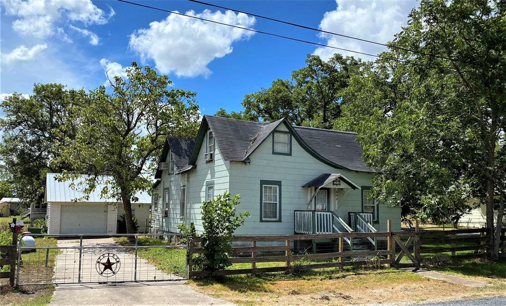 302 E Bell Street Property Photo - Fayetteville, TX real estate listing