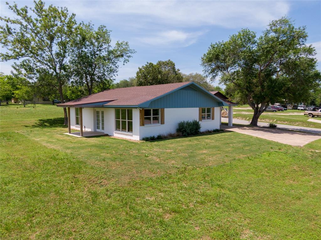 500 S Lavaca Property Photo - Moulton, TX real estate listing