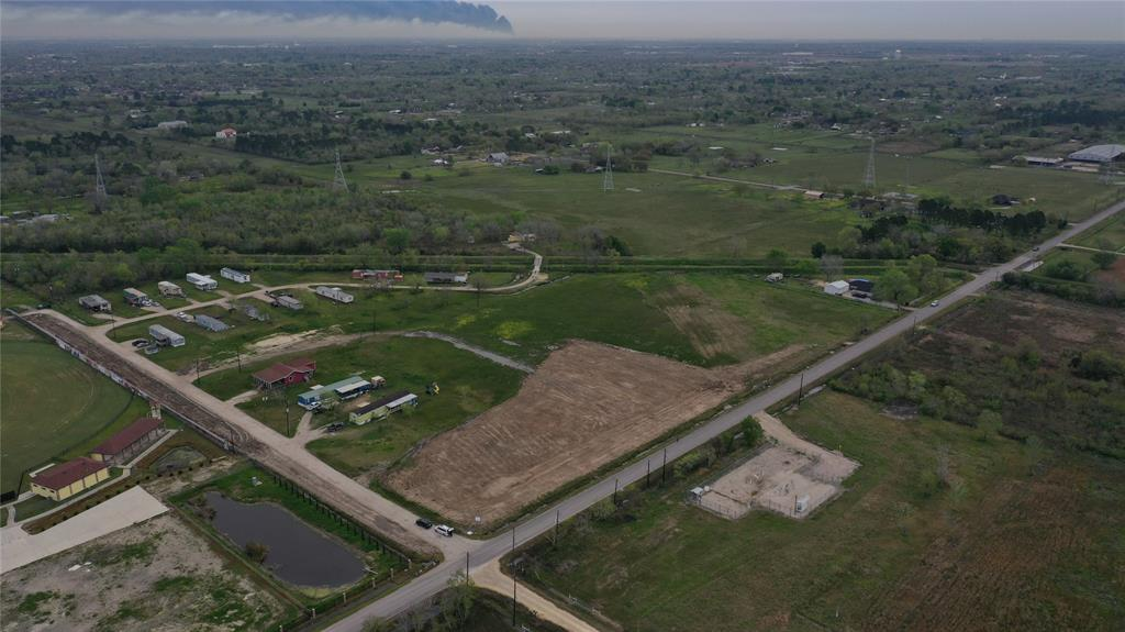 17424 County Road 827 Property Photo - Pearland, TX real estate listing