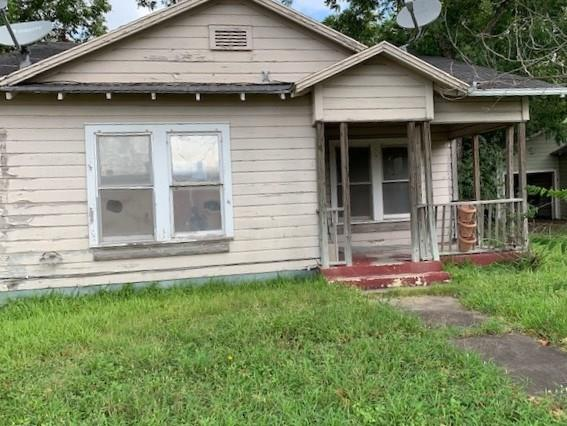 419 W Main Street Property Photo - Yorktown, TX real estate listing
