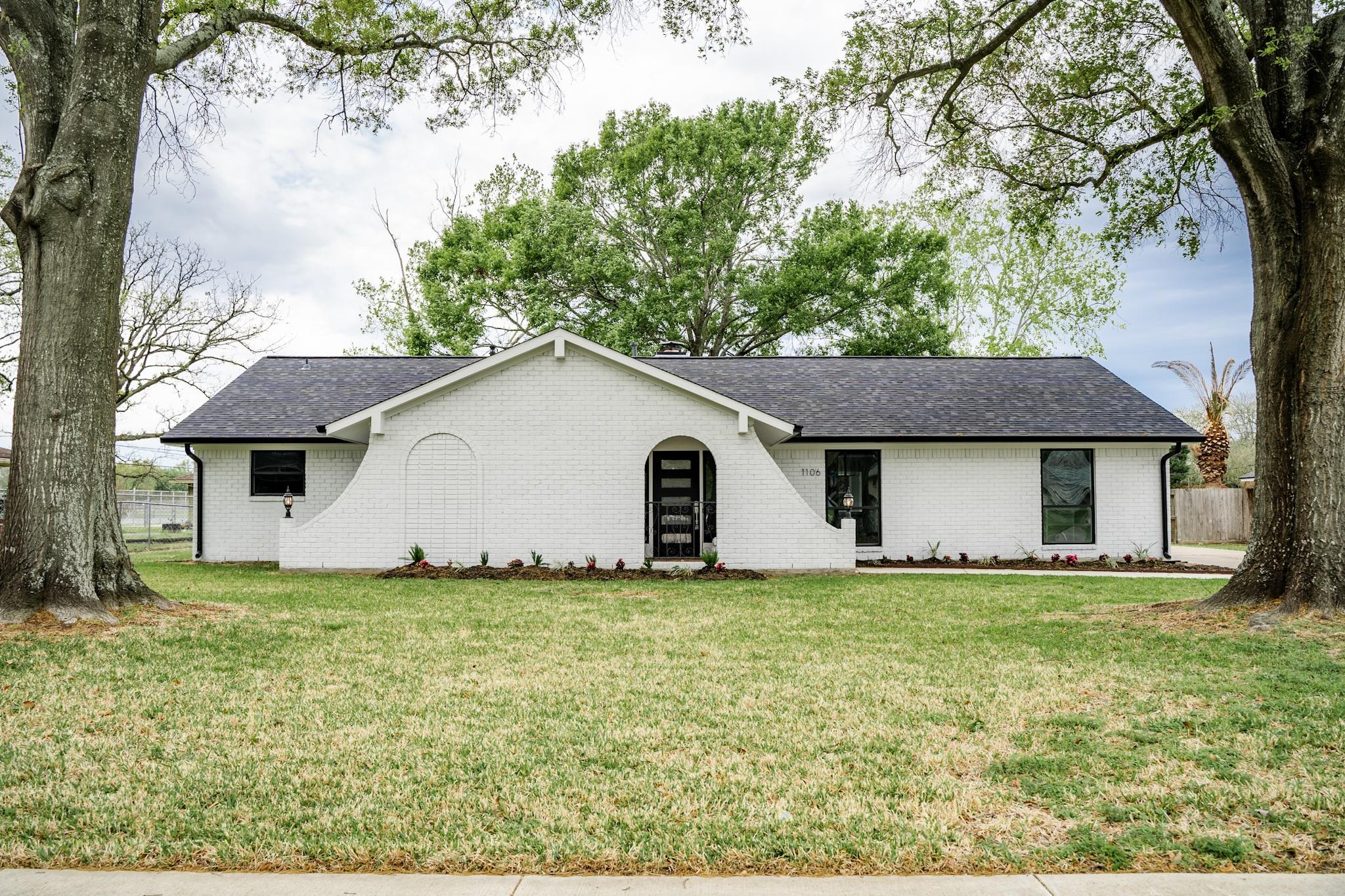 1106 Norwood Street Property Photo - Deer Park, TX real estate listing