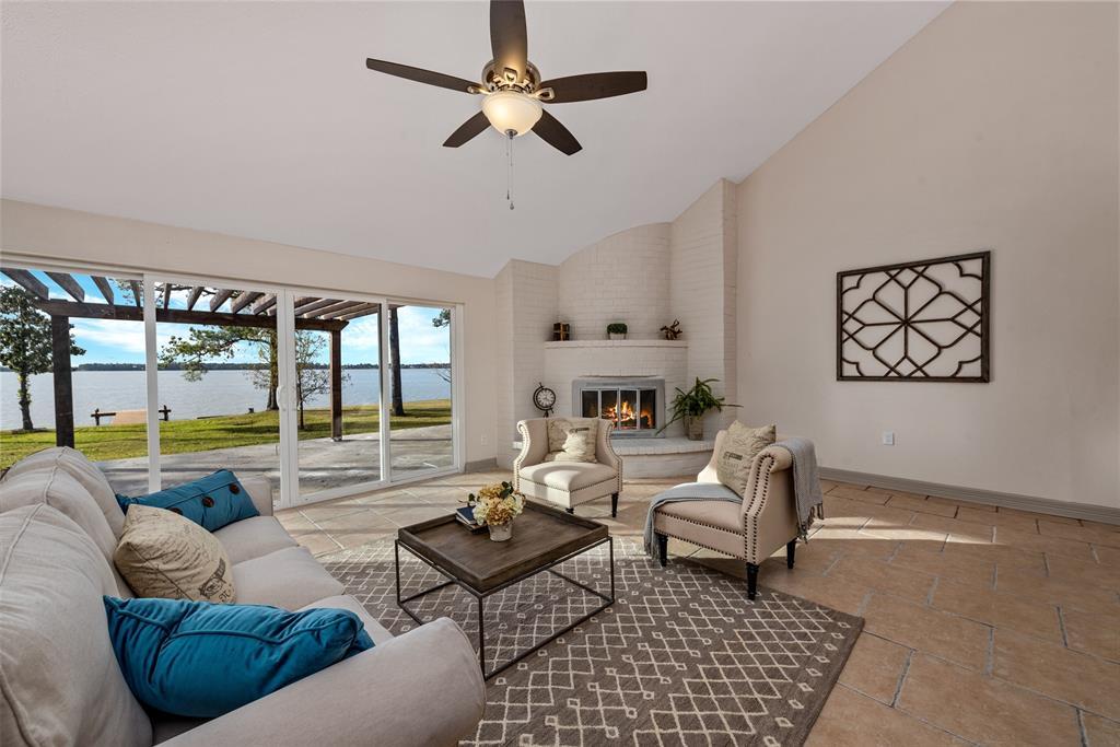 3743 Shore Shadows Drive, Crosby, TX 77532 - Crosby, TX real estate listing