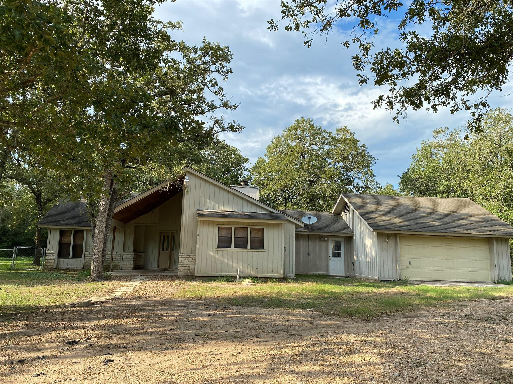2437 Strixner Road Property Photo - La Grange, TX real estate listing